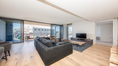 2 Bed Apartment In W...