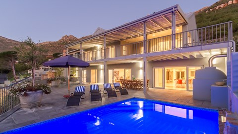 The Hillcrest Villa – Hout Bay Stunning 6 Bedrooms Villa With Pool